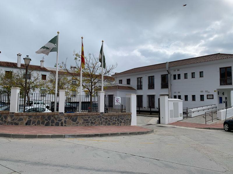 ayuntamiento-de-yunquera-decreto-cierre-instalaciones-municipales-ayuntamiento-yunquera-malaga-banderas-espana-andalucia