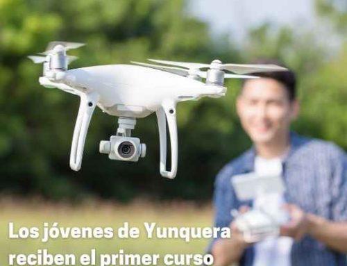 Los jóvenes de Yunquera reciben el primer curso en pilotaje de drones.