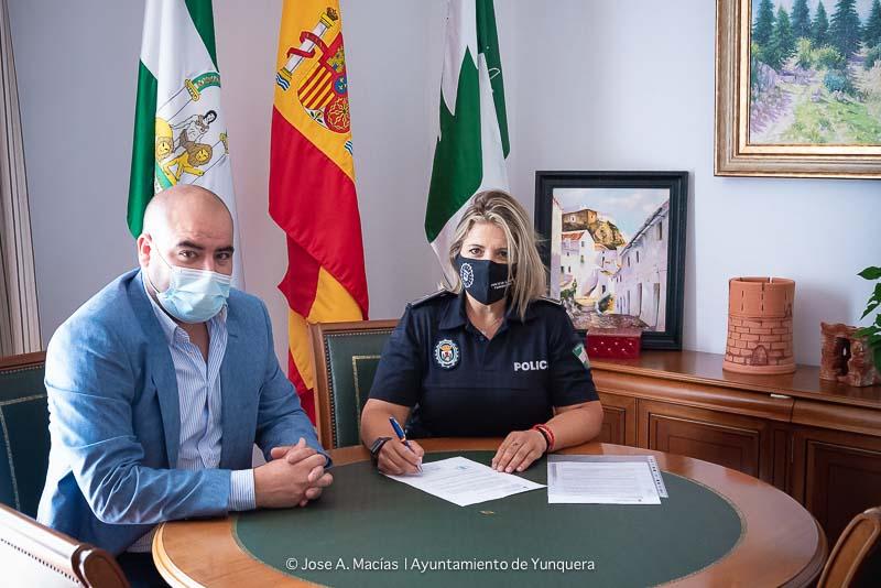 Alcalde de Yunquera, y la primera policia local mujer de la Sierra de las Nieves y Yunquera
